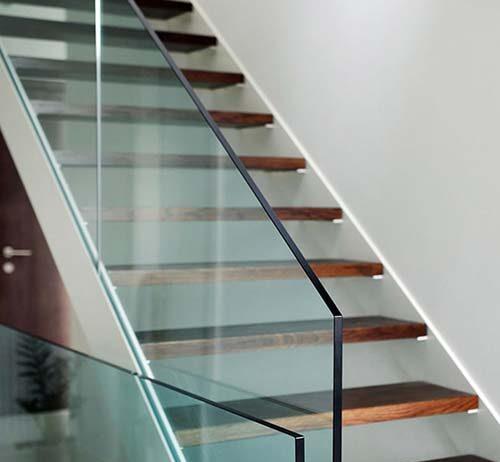Uniwersalna rola szkła w architekturze wnętrz